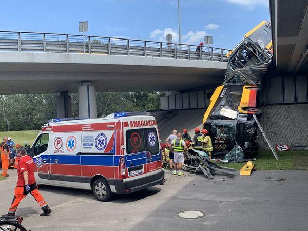 В Варшаве с моста упал автобус