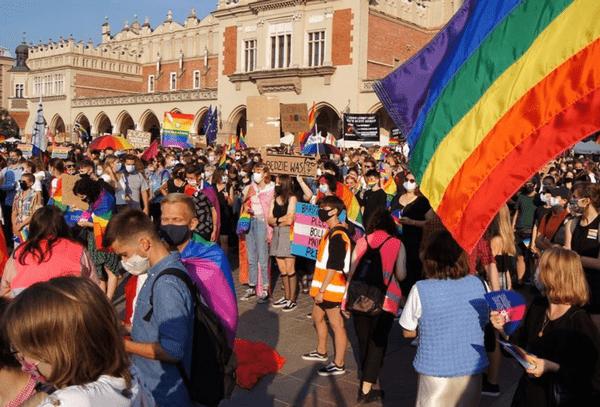 «Мы не хотим привилегий, мы хотим равных прав». Марш равенства на Краковской рыночной площади