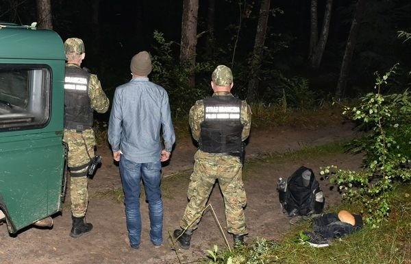 Двое иностранцев пересекли украинско-польскую границу в плавь