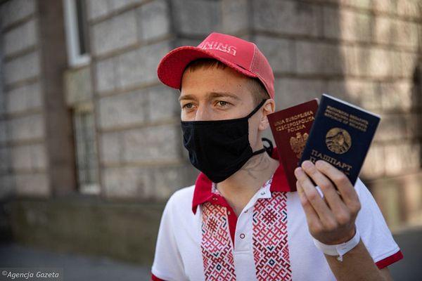 Белорус объявил голодовку перед зданием Еврокомиссии в Варшаве