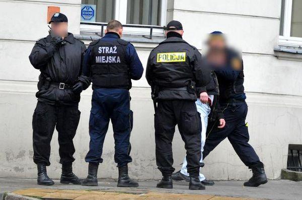 В Кракове задержан украинец, бегал и крушил все на своем пути.