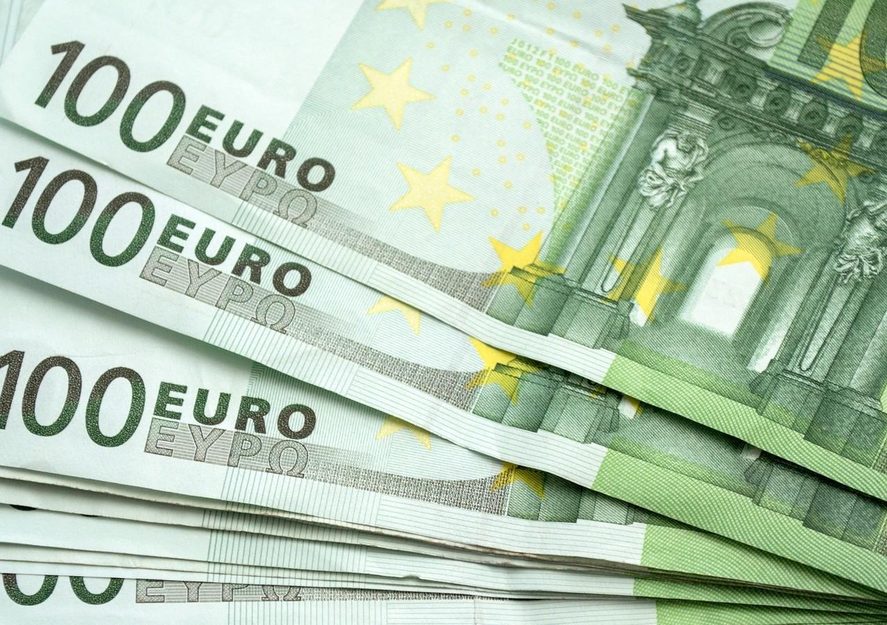 100-euro-pieniadze