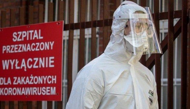 В девяти воеводствах Польши развернут временные больницы в связи с резким увеличением инфицирования COVID-19.
