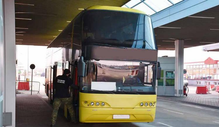 Украинский автобус не пустили в Польшу из-за