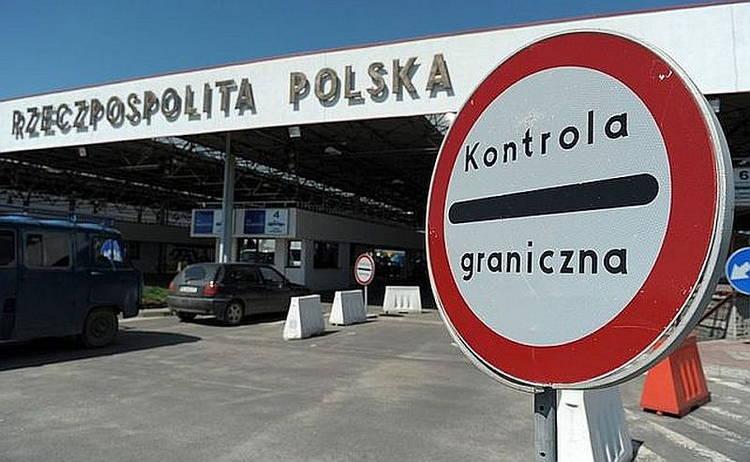 Сотрудников посольства Украины в Польше задержали за попытку вывезти валюту, золото и сигареты из Украины в Польшу