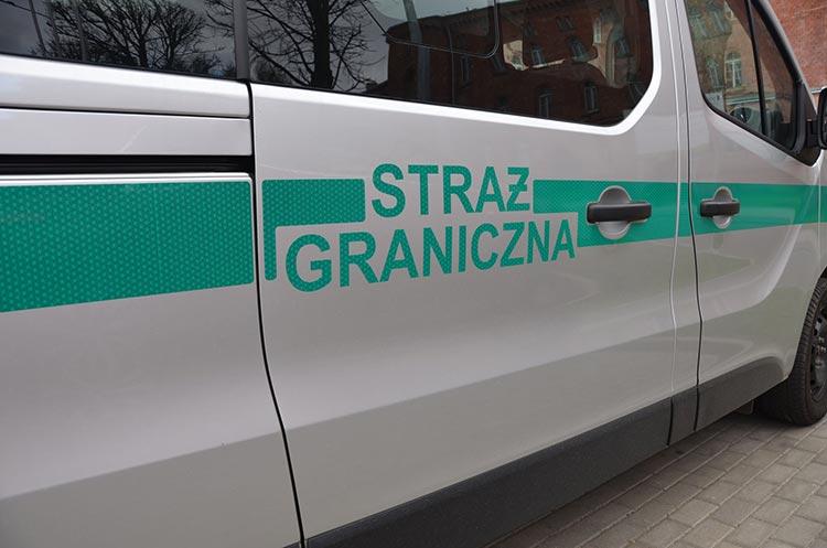 Польские пограничники под конвоем доставят гражданина Украины к госгранице