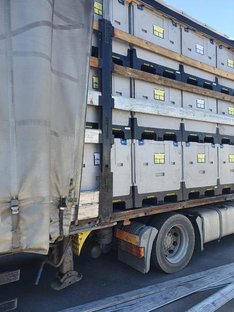 Польский контрабандист пытался вывезти из Украины более 1500 пачек контрабандных сигарет в грузовике.