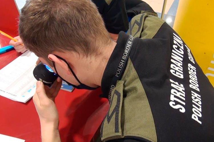 В Польше арестовали иностранцев, использовавшие двойников на экзаменах польского языка [ВИДЕО]