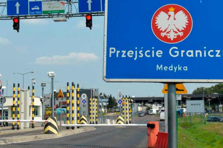 Вакцинация украинских заробитчан на польской границе начнется 8 июня