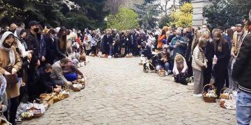 В Варшаве сотни украинцев пришли освятить пасхальные блюда