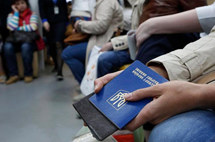 Эксперт о работе украинцев за границей: идет к тому, что трудовая миграция все чаще будет становиться эмиграцией