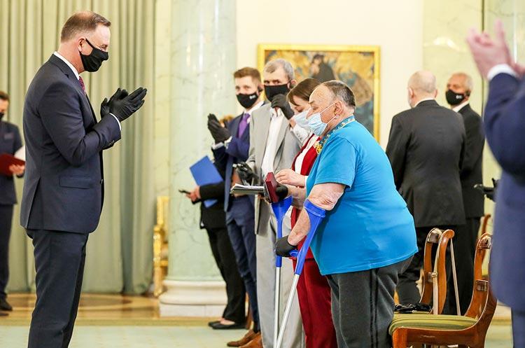 Президент Польши вручил медали украинцам за помощь полякам в ХХ веке