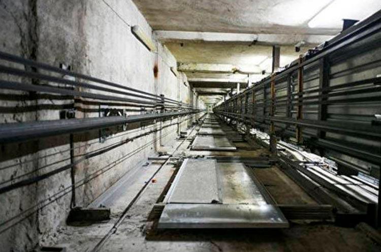 В Польше лифт с двумя украинцами сорвался с 15-го этажа