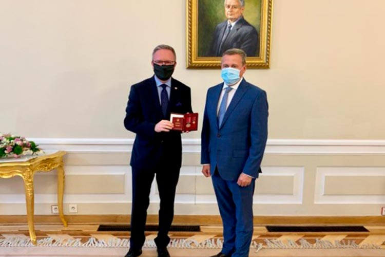 Польский министр получил орден за поддержку Украины