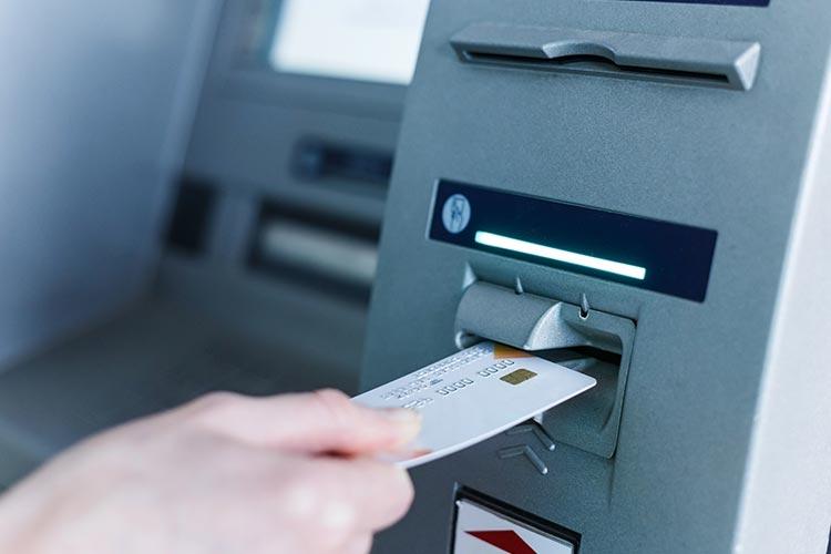 Двое граждан Украины взломали банкоматы в Польше и сняли более 1 млн злотых