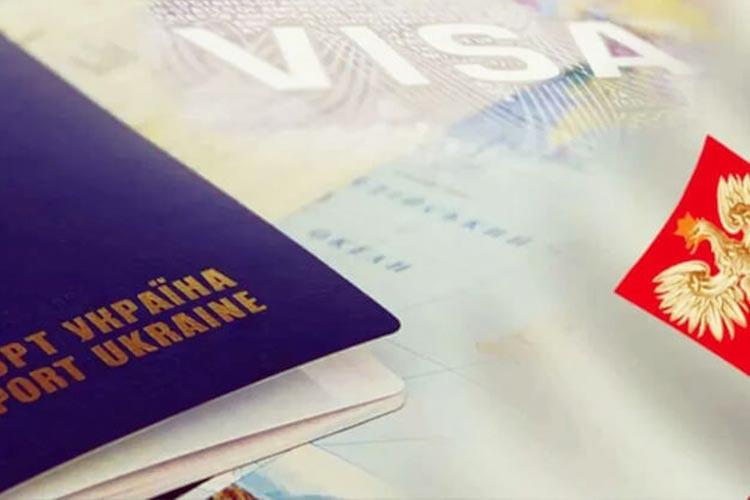 Польша за полгода выдала украинцам более 400 тысяч виз