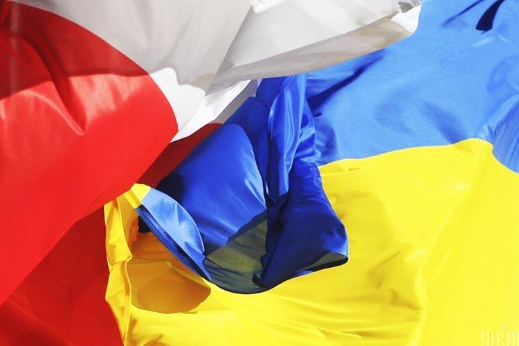 За пол года «карту поляка» в Украине получили около 4,5 тысячи человек