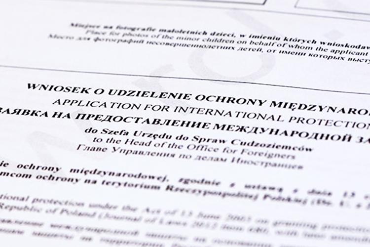 Статус беженца в Польше за полгода попросили больше 100 украинцев