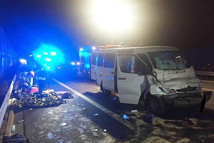 В Польше микроавтобус с украинцами врезался в грузовик, 8 пострадавших