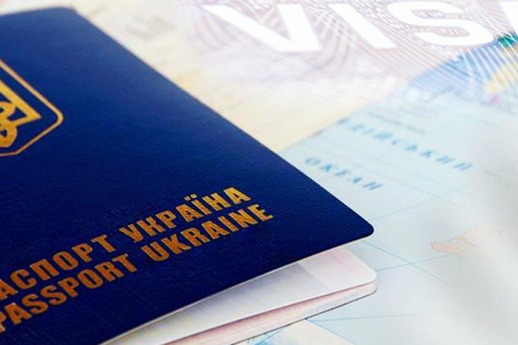 Посольство Польши обязали пересмотреть тендер на визовое обслуживание украинцев